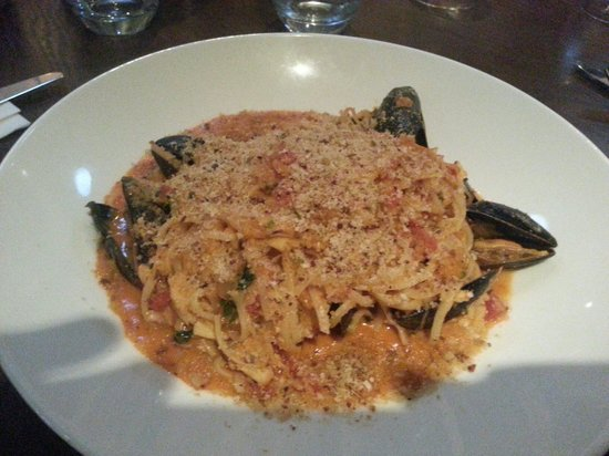 Kingswood Bar & Restaurant : Crab linguine with mussels