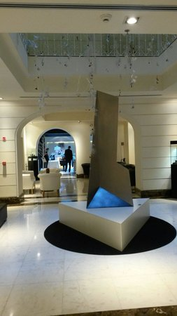 The First Luxury Art Hotel: Reception