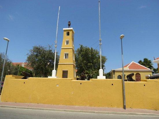 Fort Oranje: Frente al mar
