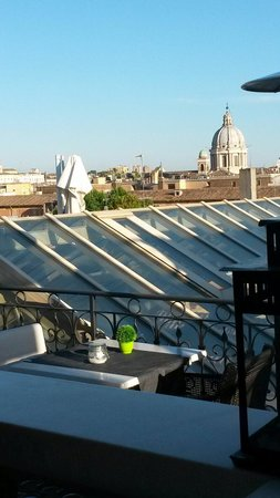 The First Luxury Art Hotel: Roof top bar