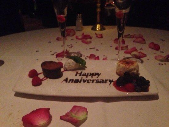 Capital Grille: Anniversary desert