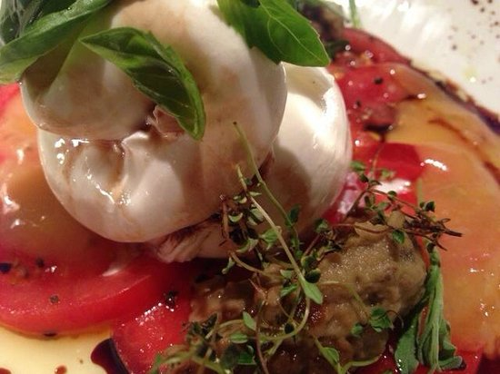 St. Peter Stiftskeller - das Restaurant: Appetizer - best mozzarella and tomato capriccio ever