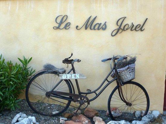 Le Mas Jorel : Gate Entrance