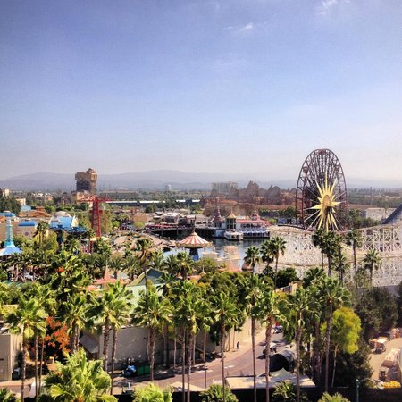 Disney's Paradise Pier Hotel: Mid-Day's view