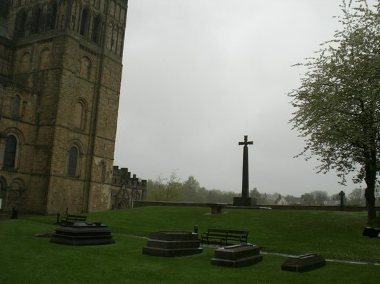 Cathédrale de Durham : View outside the Cathedral