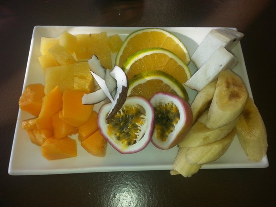 Moyyan House by the Sea : Breakfast fruit platter for 2