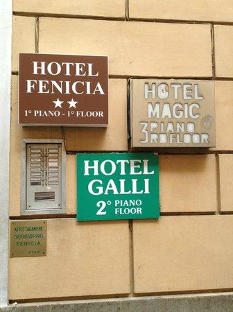 Hotel Galli: Street entrance