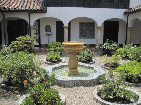 Parque 93: Spanish patio inside the Museum