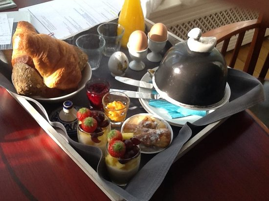 Prince Henry, Private Suites and Gardens: Breakfast delivered to your door!