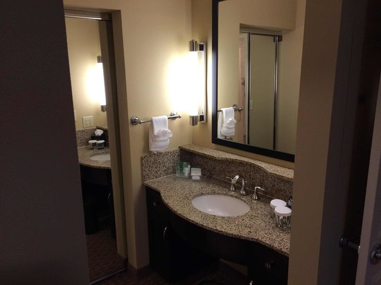 Homewood Suites by Hilton Plano-Richardson : Sink and mirror