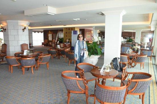 Grand Villa Argentina: Lobby espaçoso e agradável