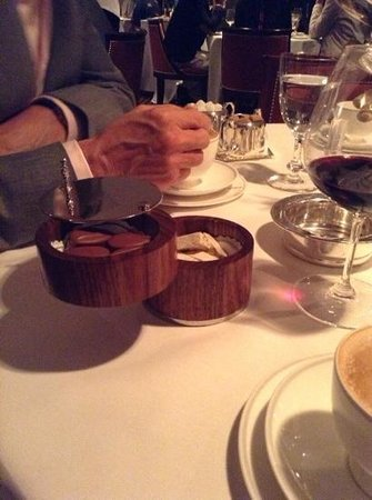 Le Gavroche: extras with coffee