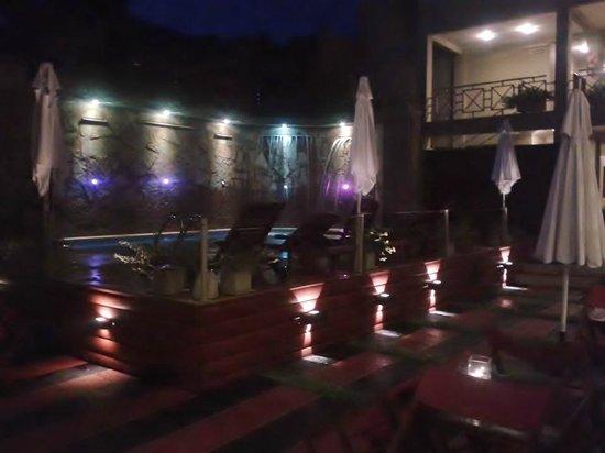 Hotel Jardin de Iguazu : La Piscina de noche