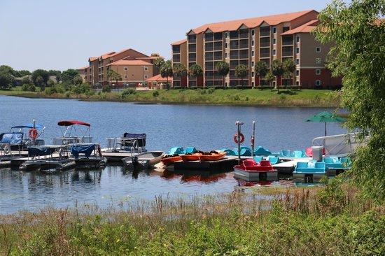 Westgate Lakes Resort & Spa: View of the paddleboats & lake