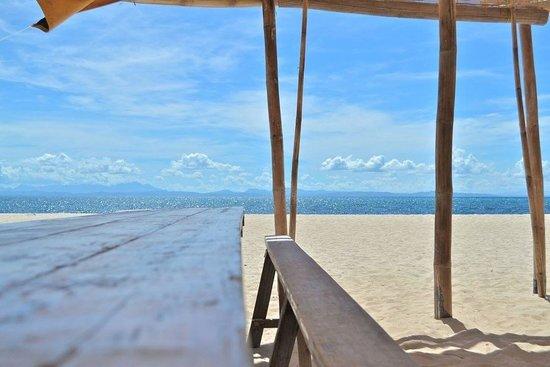 AABANA Beach & Watersport Resort Malapascua: Beachfront view