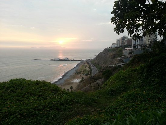 Belmond Miraflores Park: Looking Beachside toward the mall
