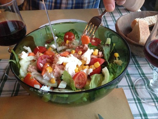 Salvatore : salad starte in the pizza restaurant