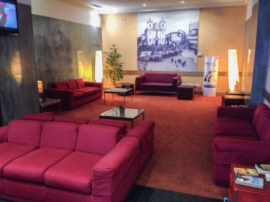 Quality Inn Porto: Lounge area attached to the Hotel bar