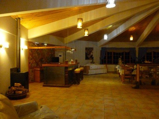 Hotel Iorana Tolache: Sector comedor, desayunador y sala de tv