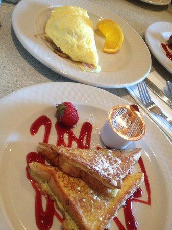 Hilton Garden Inn Pismo Beach: French toast