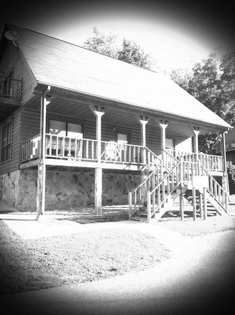 Byrdstown, TN: Cabins are perfect for family.