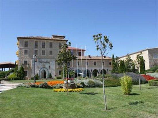 Hotel Torremilanos: Vista general a la derecha la bodega