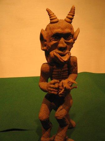 Devil's Museum: он еще язык показывает!
