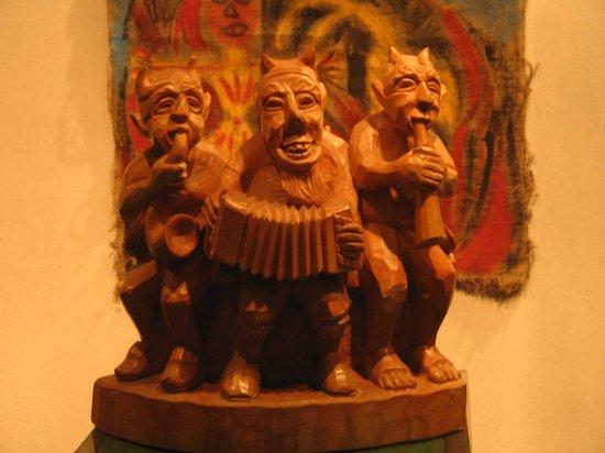 Devil's Museum: трио