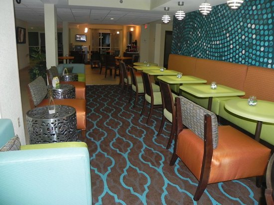La Quinta Inn and Suites Knoxville Airport : View of breakfast dining area