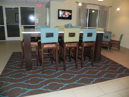 La Quinta Inn & Suites Knoxville Airport: View of breakfast dining area