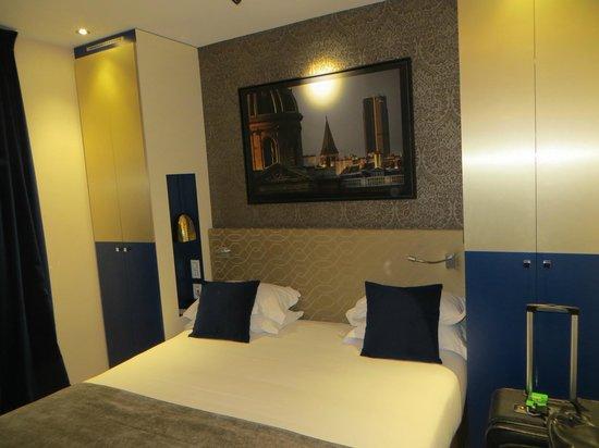 Hotel Atmospheres: Very comfortable bed.