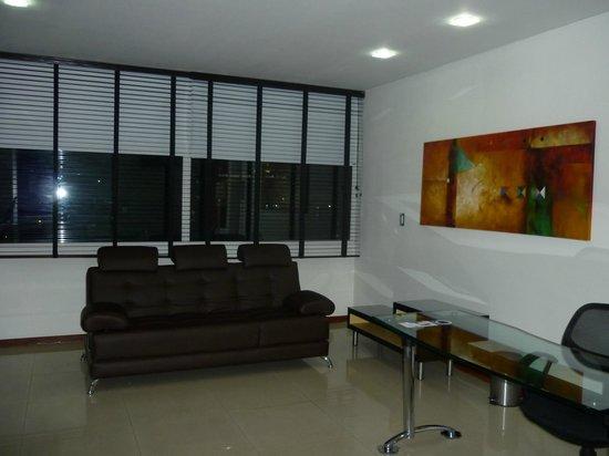 Hotel Chicamocha : Sofa Cama y Zona Social Habitación
