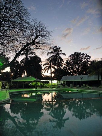 Best Western Las Mercedes: Abendstimmung am Pool