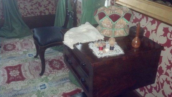 Lincoln Home National Historic Site: Mary Todd Lincoln's Sewing Notions & Table