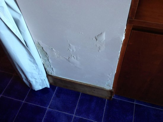 Graal Hotel Ravello: more paint problems