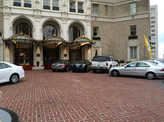 InterContinental Mark Hopkins San Francisco: Exterior of the Intercontinental Mark Hopkins Hotel