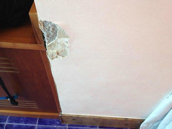 Graal Hotel Ravello: missing plaster