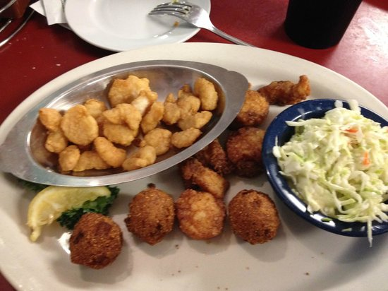Blue Ridge Seafood & Crab Restaurant: Make your own platter with scallops and popcorn shrimp