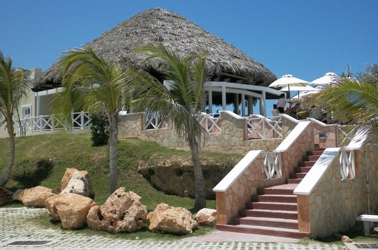 Hotel Meliá Marina Varadero: Snack bar by the sea