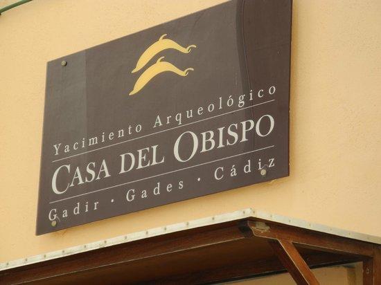 La Casa del Obispo: Entrance sign; smaller street signs nearby