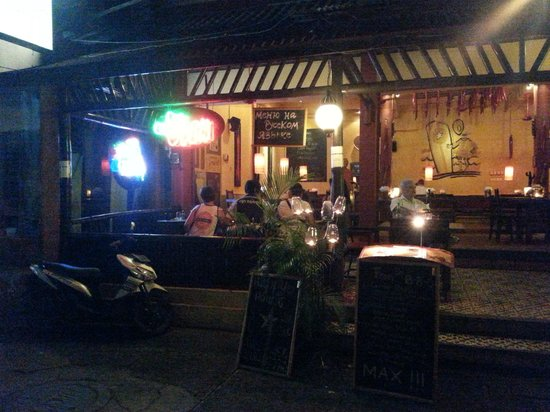 Warung MAX! : view from street
