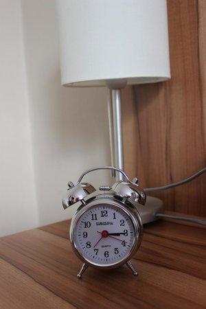 Arthotel Ana: Alarm clock in bedroom