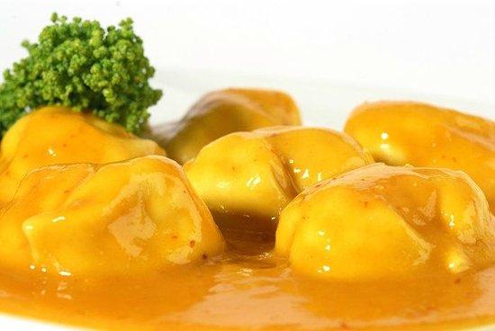 Trattoria Italiana: Ravioli relleno de 4 queso con salsa al mango