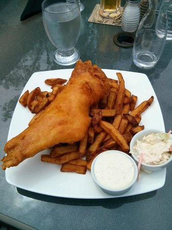 The Waterfront River Pub and Terrace : Fish & Chips