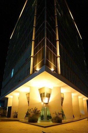 Hotel Guaraní Asunción: Hotel visto da piscnia