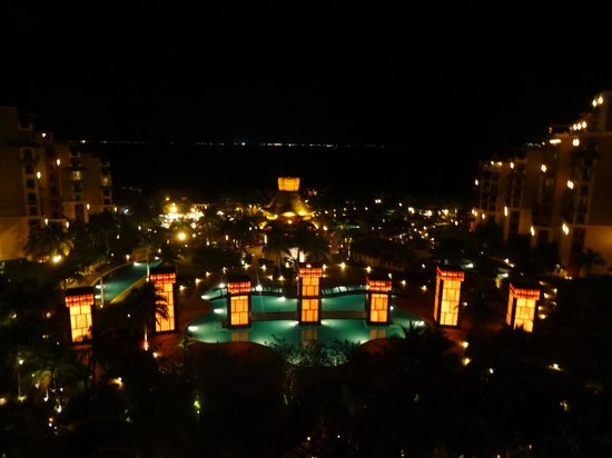 Villa del Palmar Cancun Beach Resort & Spa : The view from our balcony at night