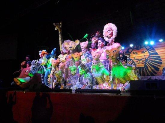 Grand Sirenis Riviera Maya Resort & Spa: Entertainment team!! Loved the lion king
