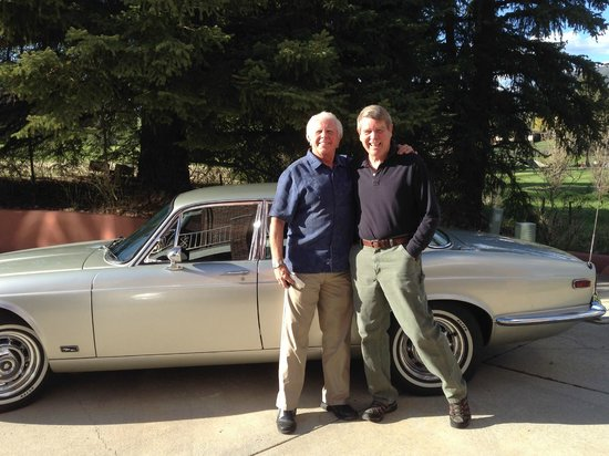 Toad Hall Manor Bed and Breakfast: Checking out the vintage car