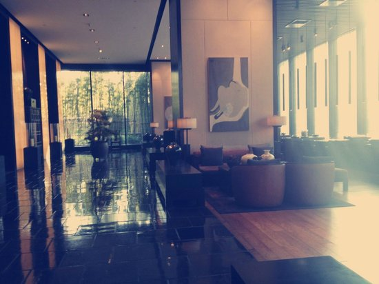 The PuLi Hotel and Spa: Hotel lobby