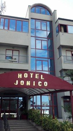Hotel Jonico : Entrada del hotel